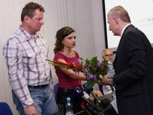 Na včerejší tiskové konferenci IKEM poděkoval rodičům, kteří na začátku roku tragicky přišli o dítě a rozhodli se pro dárcovství orgánů. Foto: IKEM