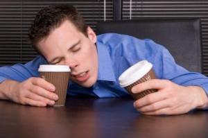 Když se nám chce spát, máme spát. Zkuste to ale vysvětlit korporátním bossům. Repro: Pinterest