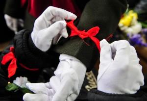 Tradiční zdobení obleku mrtvých v Číně končí. Je to neekologické. Foto: China Daily