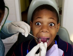 Možná už brzy to u zubaře půjde bez charakteristicky zmučených pohledů. Ilustrační foto: Pinterest / Reynolds Parker