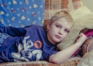 Chlapec s JIA. Foto: Pixabay.