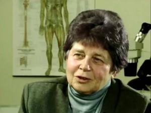 Hulda R. Clarková nabízela Cure for all diseases -Léčbu na všechny nemoci, včetně onkologických.  Sama sobě však pomoci nedokázala a na rakovinu zemřela. Foto: YouTube