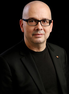 Prof. MUDr. Evžen Růžička, DrSc., FCMA je přednosta Neurologické kliniky a Centra klinických neurověd 1. LF UK a VFN v Praze