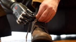 Bionická končetina byla oceněna prestižní cenou Jamese Dysona pro mladé odborníky. Foto: Geek.com