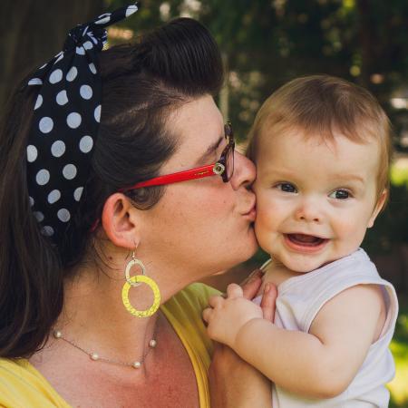 Každá máma se bojí o své děti. Tara Hills ocenila, že jí zastánci očkování nedosoudili a pomohli jí přijmout očkování i fakta. Foto: Blog Tary Hills