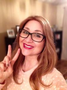 Rowena Kincaid na svém facebookovém profilu popisuje svůj boj s rakovinou - od jejích projevů, přes průběh radioterapie až po to, jaké je ztratit vlasy a nosit paruku. Foto: Facebook/ Rowena Kincaid: Before I Kick The Bucket