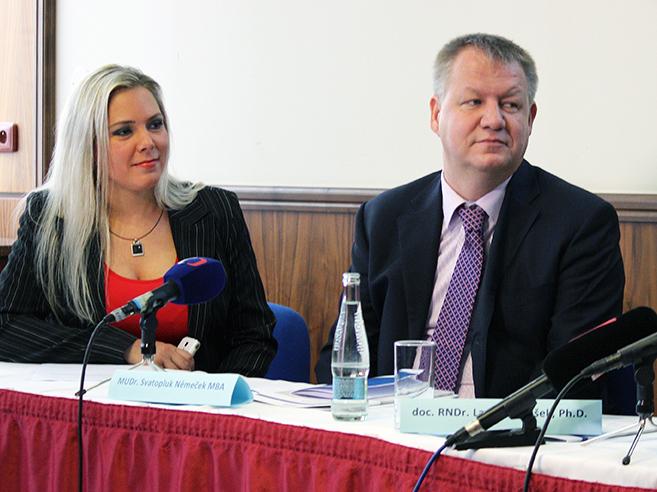 Ministr Svatopluk Němček a jeho mluvčí Štěpánka Čechová.