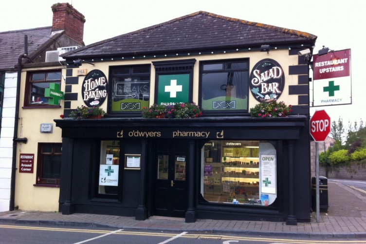 Barevné irské lékárny jsou důležitou součástí místní komunity.