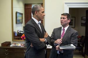 Obama se svým lékařem Ronny L. Jacksonsem. Foto: Wikipedia