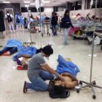 Chaos, pacienti na chodbách, protože v provozu je jen 35 procent nemocničních lůžek. Foto: sociální sítě
