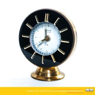 Stolní švýcarské hodiny vypadají na první pohled jako každé jiné,..