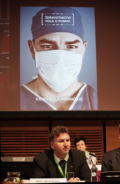 Prezident lékařské komory Milan Kubek je přesvědčen, že kampaň Zdravotnictví volá se povedla. Zklamali ho ale kolehové, kteří na ní nenavázali ve svých ordinacích, měli by totiž o krizi ve zdravotnictví mluvit se svými pacienty.