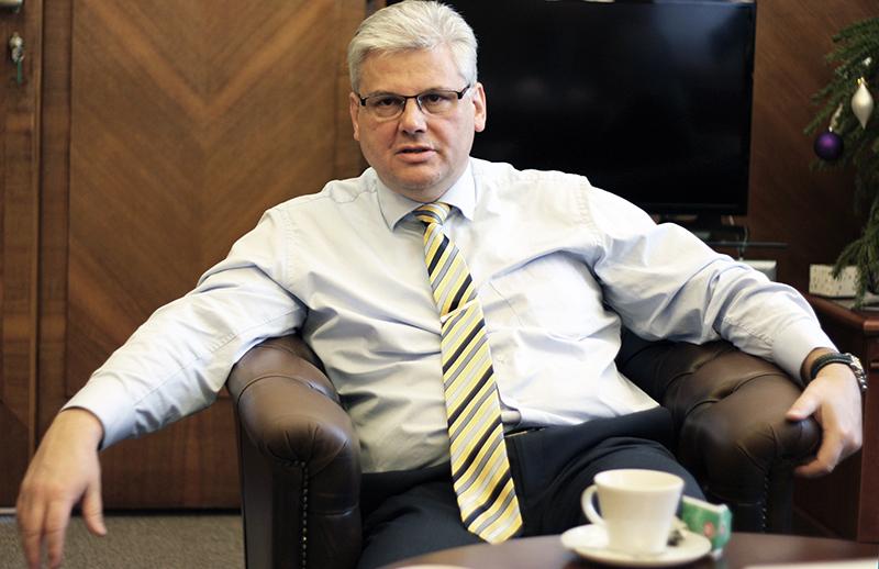 """""""Dnešní požadavek zní udržet funkční poslední západní zdravotnictví na východě,"""" zdůrazňuje ministr Ludvík."""