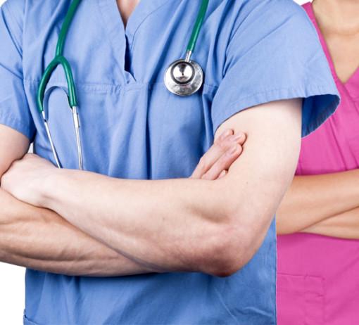 Dokážou zdravotní a sociální pracovníci spolupracovat tak, aby u nás pojem integrovaná péče nebyl jen slovy na papíře? Průzkum mezi jednotlivými stakeholdery provedený letos v létě naznačuje, že před sebou máme hodně práce. Foto: koláž ZD