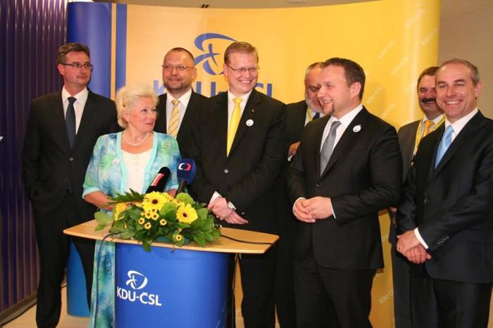 Předseda lidovců má ve zdravotnictví několik výrazných osobností, která je každá poněkud z jiného těsta. Zuzana Roithová má za se bou zkušenost z postu ministryně zdravotnictví.