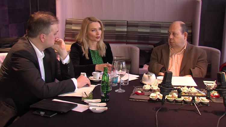 Zleva vydavatel Zdravotnického deníku Ivo Hartmann, náměstkyně Lenka Teska Arnoštová a moderátor diskuse Tomáš Cikrt